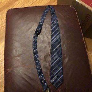 Donald trump signature collection tie